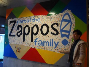 Zapposロゴがお出迎え
