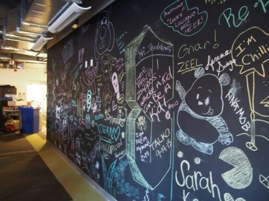Zappos(ザッポス)のオフィスの壁