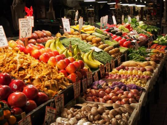 バイクプレイスマーケットの果物売り場