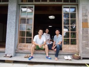 沖縄・松そばでゴマそばを体験
