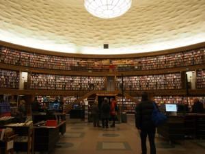 ストックホルム市立図書館の360°本の大パノラマ