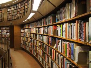 本は人間の知識や英知の結晶