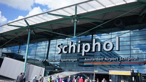 アムステルダム・スキポール空港にて