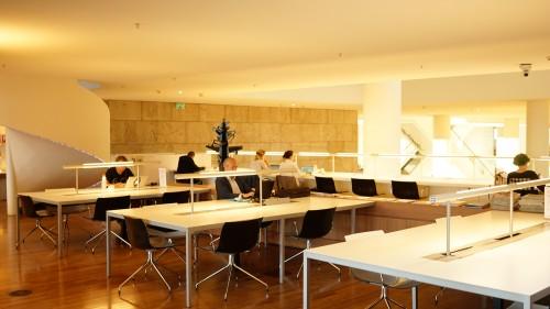 アムステルダム図書館で作業中のひとたち