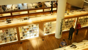 アムステルダム図書館にて