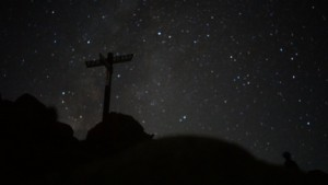 赤岳頂上からみる夜空
