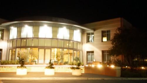 スタンフォード大学横の講演会場
