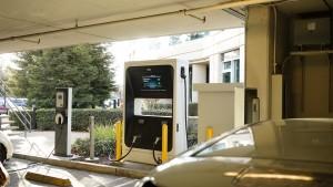 エバーノートの駐車場には電気自動車がたくさん