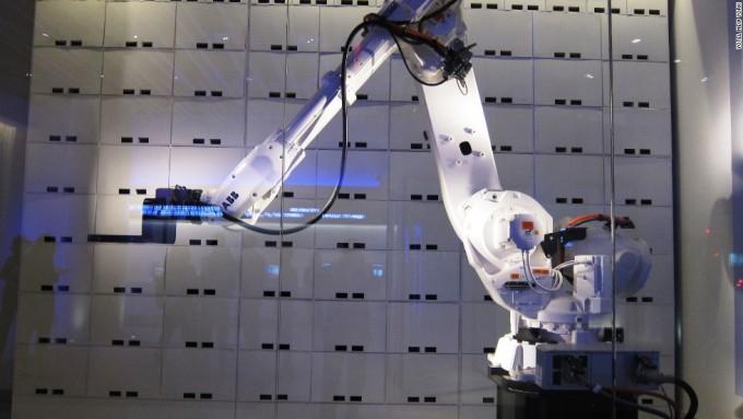 荷物預けるロボット