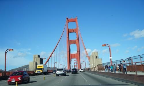 ゴールデンゲートブリッジを車で通過