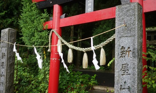 新屋山神社の鳥居