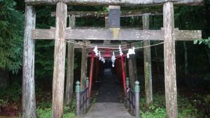 新屋山神社までの道