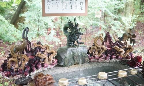 新屋山神社の手水舎