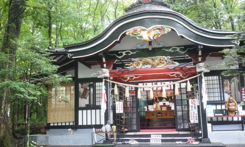 「新屋山神社」本宮の外観
