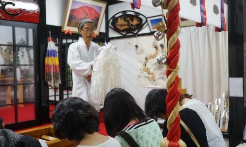 「新屋山神社」ではお祓いをしてくれる