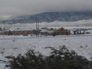 雪の中にある街