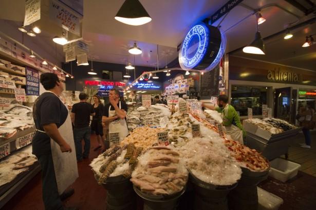 パイク・プレイス・マーケットの魚市場