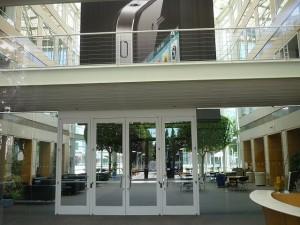 Apple(アップル)本社の玄関