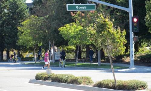 Google本社の道