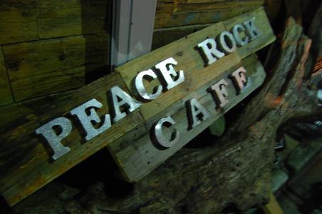 ピースロックカフェの看板