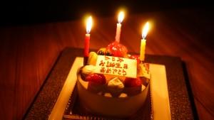 誕生日ケーキをプレゼント