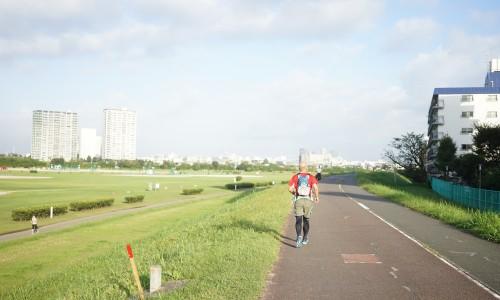 早朝ということもあり、マラソンしてる人も