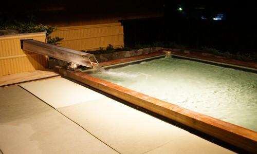 たたみの宿湯の花亭の露天風呂