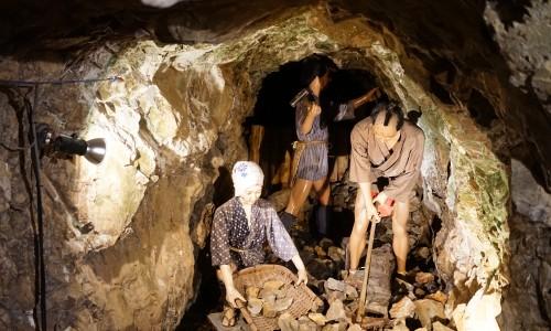土肥金山の金の発掘の様子