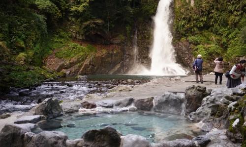 滝が見える露天風呂