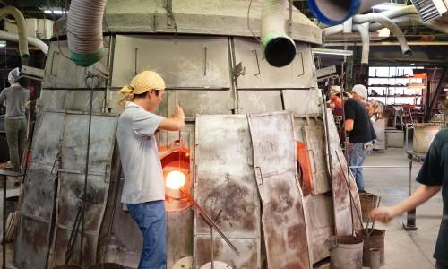 ダルマ炉でガラスのタネをつくる