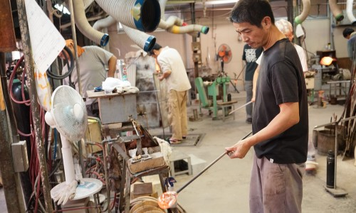 田島硝子のガラス職人