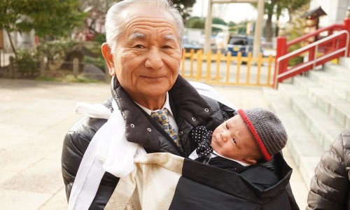 おじいちゃんと似てる子ども