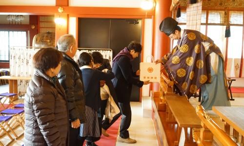 横浜・鶴見潮田神社でお祓い・祝詞のお返しをもらう