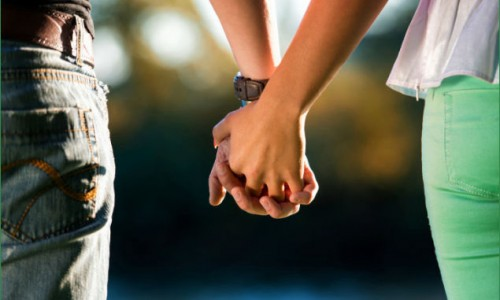 男性は、パートナーに「真の理解者」としての役割を強く求める。その信頼が揺らいだときに、外に違うパートナーとしての選択肢を求める
