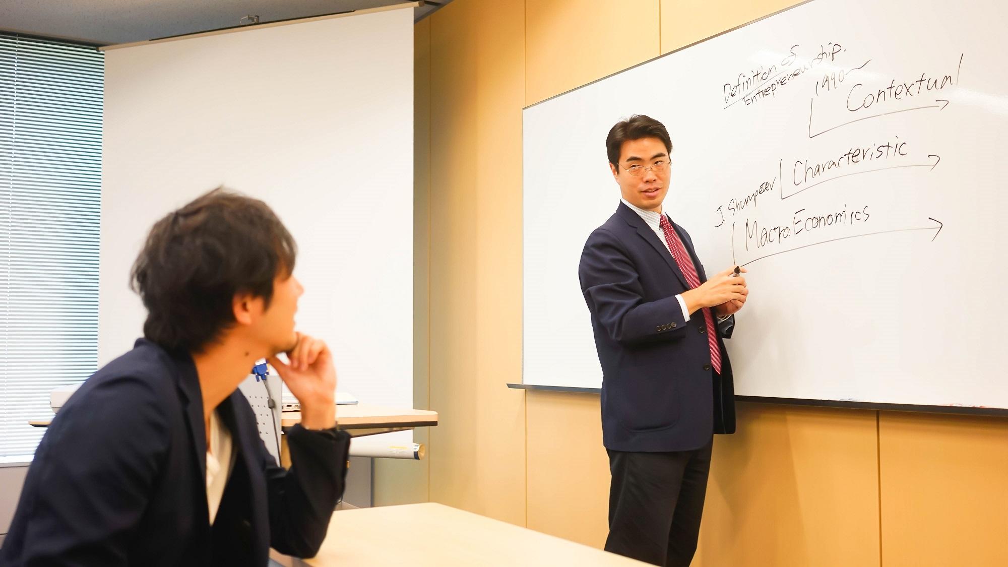 グロービスMBA准教授・川上慎市郎×中村あきら対談