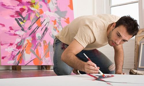 女性経営者(社長)とアーティストの男性