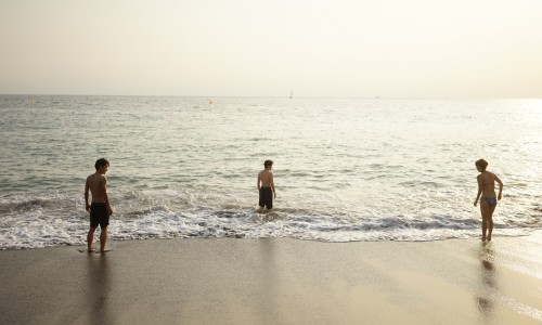 シェアハウスのメンバーと秋谷海岸海水浴場へ