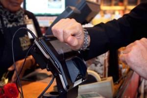 お気に入りの時計をスマートウォッチ化できる「LINK」「KAIROS T-BAND」