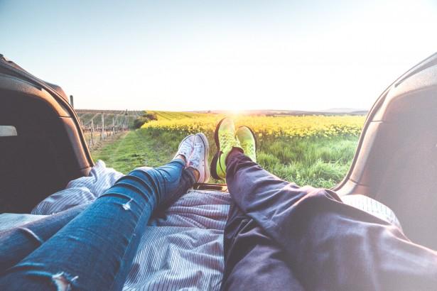 アメリカ人が海外旅行中にお金を稼ぐためにしている9つの方法
