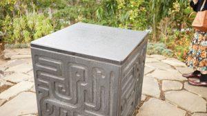 ラピュタの飛行石の石碑