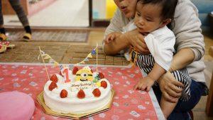 直人の初の誕生日ケーキのフー