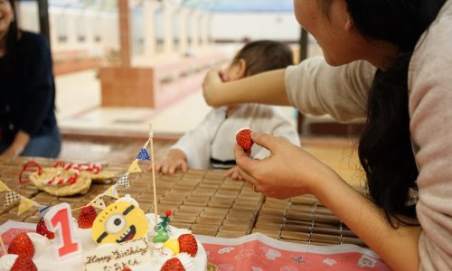 直人ケーキを食べるのを嫌がる