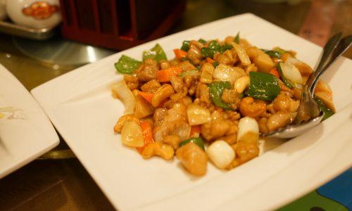横浜中華街『梅蘭 金閣』の鶏肉とカシューナッツの炒め