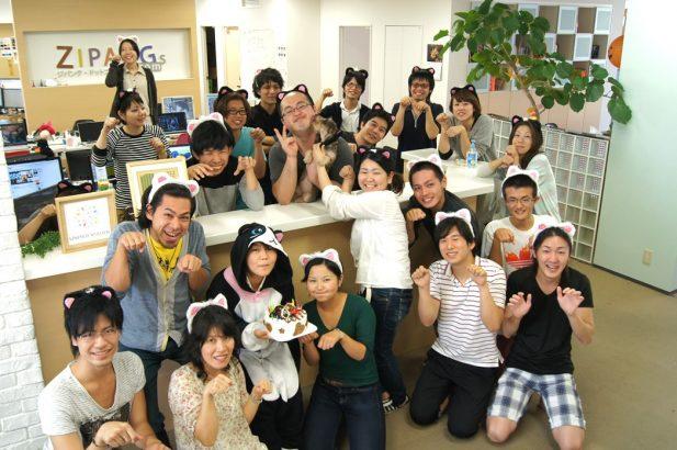沖縄オフィスと社員たち