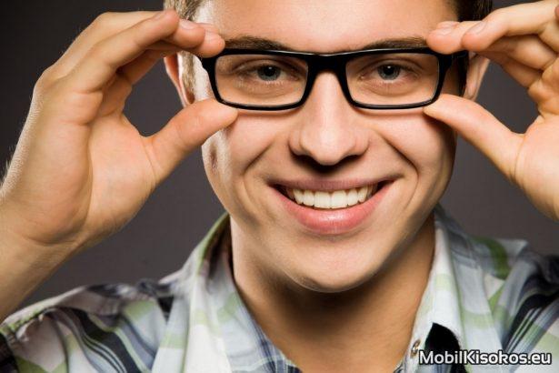 メガネの色の選び方①ビジネス運を一つステージをあげたい場合は「黒」
