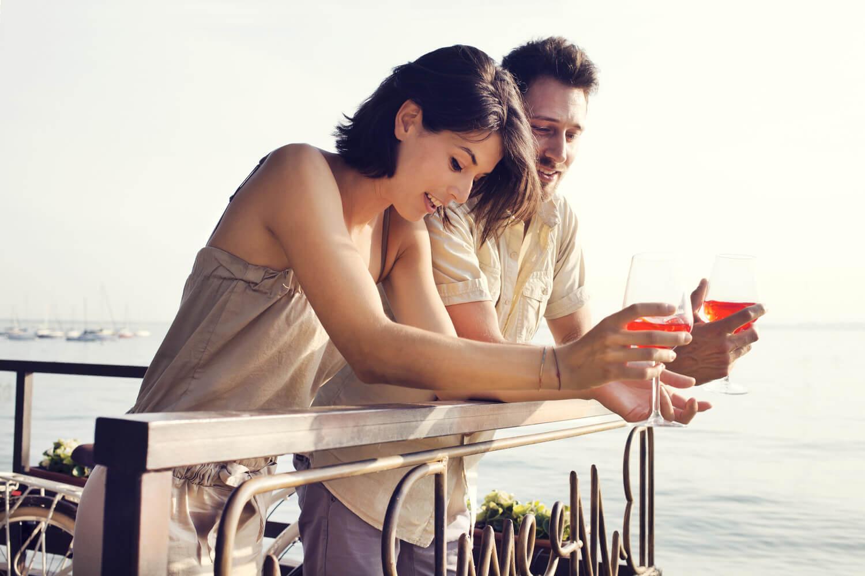 あなたは本当に大丈夫?幸せな恋愛・結婚・仕事から遠のく自己肯定感が低い女性の行動4パターン