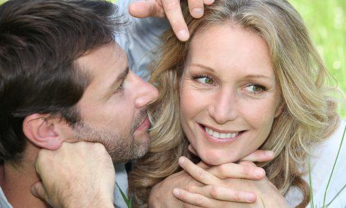 男性があなたの髪の毛にボディタッチする場合