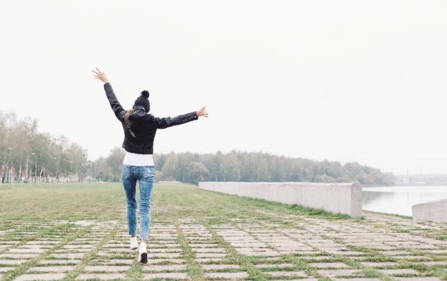 過去に囚われる人生はもう卒業!幸せになると決めることだ