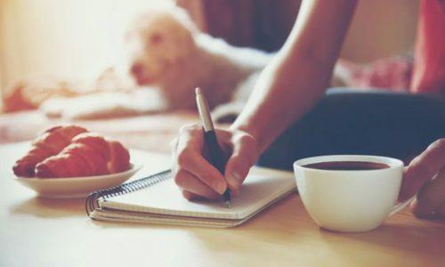 「リラックスした落ち着いた場所」で「どんな人生をいきたいか」をノートに書く