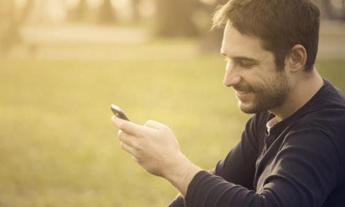 男性にとってLINEの「既読スルー」は、脈アリの女性にも行う。つまり愛情とは関係ことがほとんど。